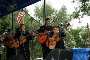 image of musicians in Mariachi San Luis